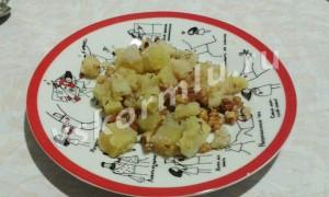 Салат для кормящей мамы — пошаговый рецепт с картошкой и грецким орехом с третьего месяца после родов.