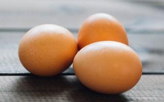 Какие яйца лучше есть при грудном вскармливании: куриные или перепелиные?
