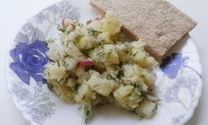 Салат из редиски и картошки