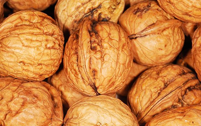 Грецкие орехи очень полезны при грудном вскармливании как маме, так и малышу