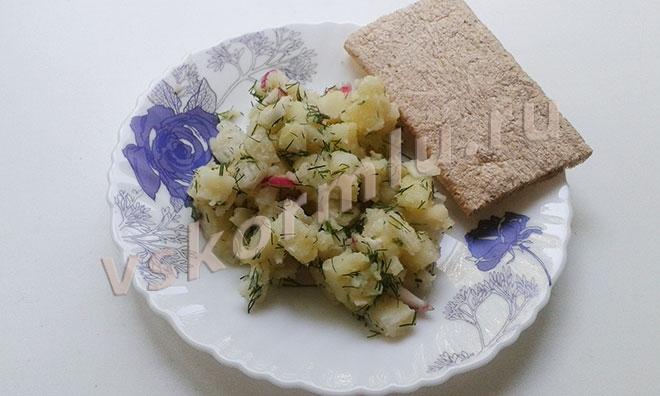 Салат из редиса и картошки для кормящих мам
