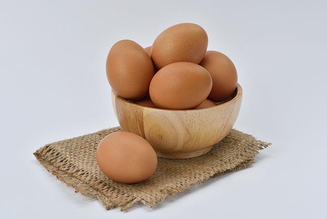 Куриные яйца - очень распространенный продукт в России, который входит в состав многих блюд