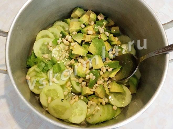 Кедровые орехи в салате