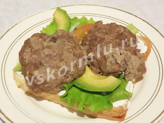 Вкусный и полезный бутерброд с колетами для кормящей мамы
