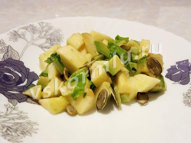Южный салат из авокадо для кормящей мамы