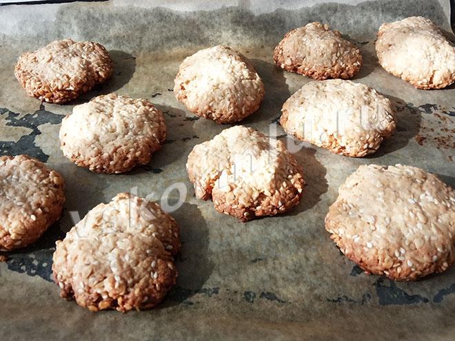 Овсяное печенье с кунжутом - интересный вариант лакомства для мамы при грудном вскармливании