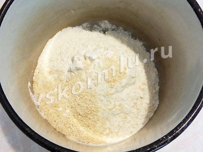 Мука, разрыхлитель, соль и сахар