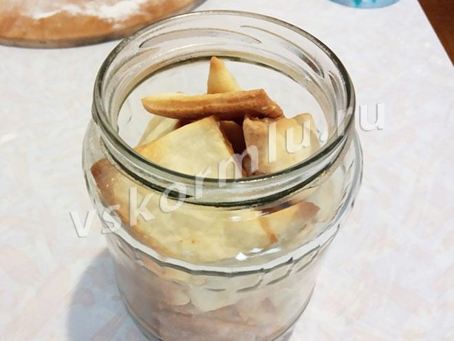 Крекеры с кунжутом - отличный вариант десерта к чаю для женщины при грудном вскармливании