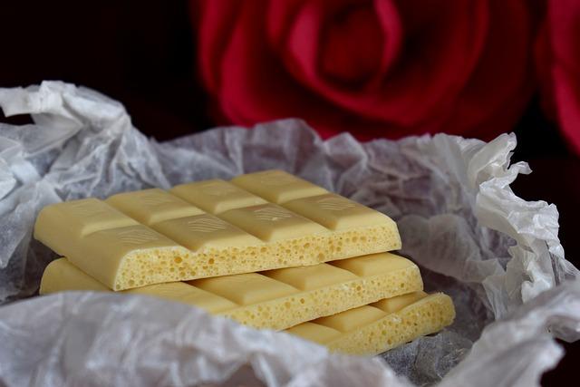 Белый шоколад будет полезен маме при грудном вскармливании только если состоит из натуральных компонентов