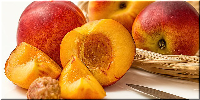 Варенье из персиков вводите в меню осторожно и внимательно наблюдайте за грудничком - не будет ли аллергической реакции
