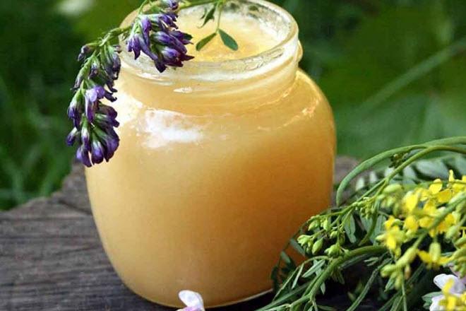 Липовый мед наиболее популярен среди кормящих женщин благодаря своему вкусу и аромату