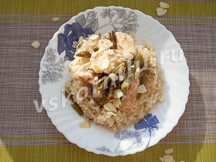 Курица, тушеная в кокосовом молоке с рисом